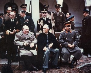 Churchill en Roosevelt in Jalta 1945, met rechts Stalin. De staatsmannen wilden paniek voorkomen.