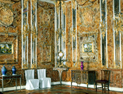 Catherine_Palace_interior_-_Amber_Room_1.jpg